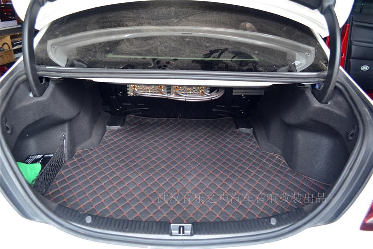 汽车论坛大全 汽车音响 03 正文    超低音选择在后备箱倒模安装